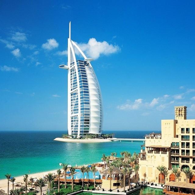 Được thiết kế giống hệt hình cánh buồn, siêu khách sạn Burj Al Arab luôn trong tình trạng cháy phòng.