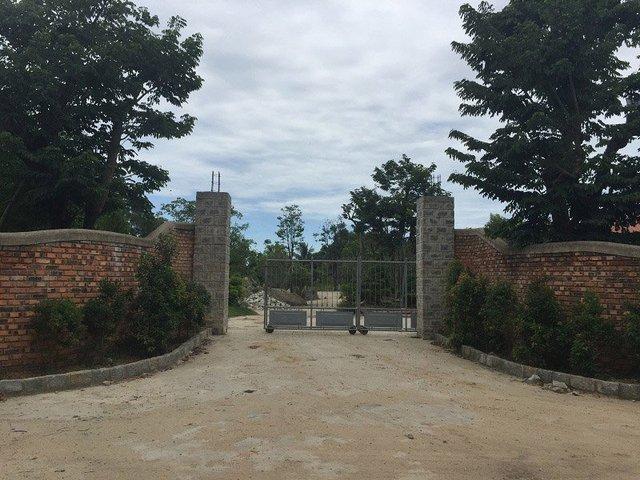 Cổng vào khu biệt phủ được xây dựng trái phép của vị giám đốc sở