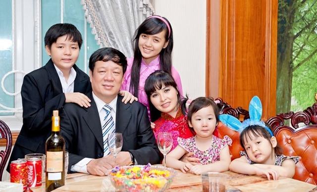 Gia đình hạnh phúc của ca sĩ Trang Nhung và doanh nhân Ngô Nhật Phương.