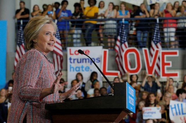 Bà Hillary ClintonClinton xuất hiện tươi tắn trở lại trong cuộc vận động tranh cử ở Greensboro, North Carolina ngày 15-9 - Ảnh: Reuters