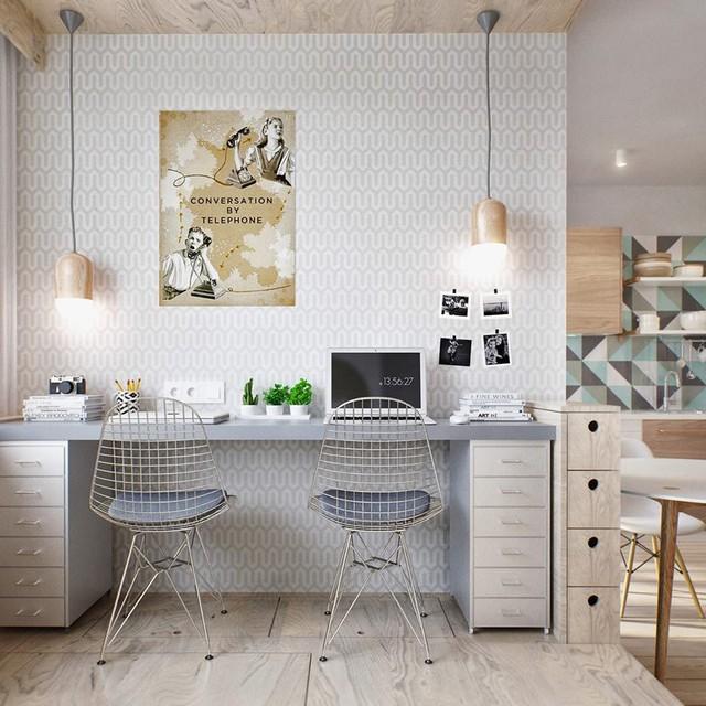 Khu vực nghỉ ngơi và làm việc được bố trí trên nền sàn nhà cao hơn 1 bậc so với những khu vực còn lại. Góc làm việc rộng rãi với chiếc bàn dài cùng ghế ngồi đơn giản, gọn nhẹ.