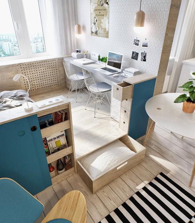 Vì nhà rất nhỏ nên mọi ngóc ngách trong nhà đều được tận dụng tối đa để thỏa mãn nhu cầu trữ đồ của chủ nhà.