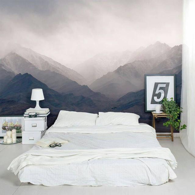 Cảnh núi non trùng điệp dưới làn sương mù cũng là lựa chọn lý tưởng cho phòng ngủ.