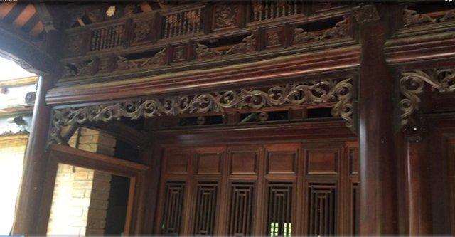 Căn nhà gỗ 3 gian được xây theo kiểu nhà rường với điêu khắc độc đáo