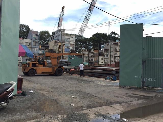 Một phần công trình mới đang bắt đầu triển khai phần móng.