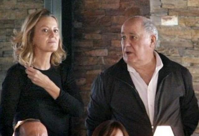 Tỷ phú Ortega kết hôn với người vợ thứ 2, Flora, vào năm 2001. Họ sống trong một căn hộ ở thành phố cảng La Coruña, Tây Ban Nha. Với số tiền kếch xù, tỷ phú Ortega vẫn giữ cho mình phong cách giản dị với áo với những bộ trang phục đơn giản. Tuy nhiên, chúng không phải sản phẩn do Zara sản xuất.