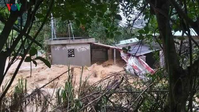 Toàn tỉnh có 160 nhà bị sập đổ, hư hỏng; 54 nhà dân phải di chuyển khỏi vùng nguy hiểm; trên 480ha lúa, ngô, hoa màu bị ngập và thiệt hại; gần 600 con gia súc, gia cầm bị cuốn trôi.