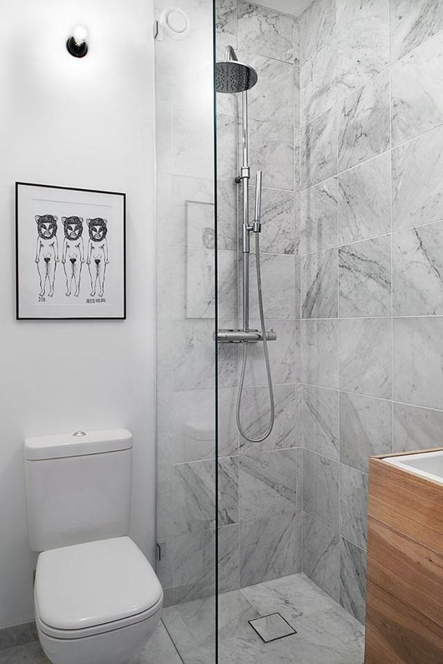 Khu vệ sinh khá nhỏ nhưng sáng bóng và vô cùng sạch sẽ.