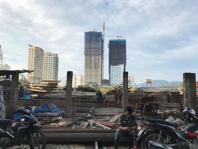Nhiều dự án cao tầng đang đẩy nhanh tiến độ thi công ngày đêm để đón đầu cơ hội khi Đà Nẵng tổ chức APEC 2017.