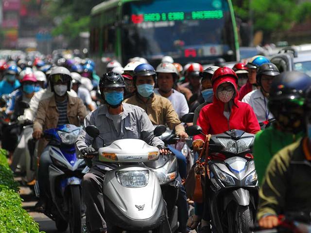 Ùn tắc giao thông trên đường Nguyễn Văn Cừ, quận 5, TP.HCM. Ảnh: HTD