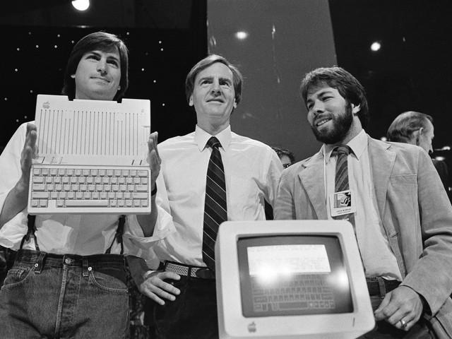 Wozniak không tham gia nhiều vào các công việc của Apple (ngoài cùng).
