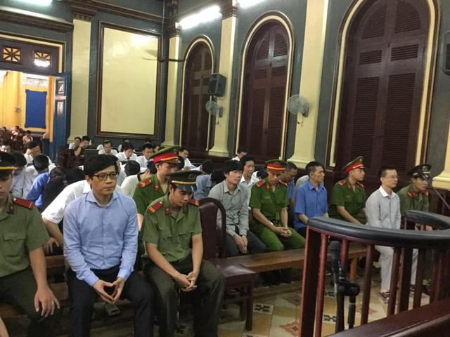 Phiên tòa chiều 10/8: Không có sự đồng ý của tổ giám sát NHNN, VNCB vẫn chuyển 900 tỷ cho Quỹ Lộc Việt - Ảnh 1.