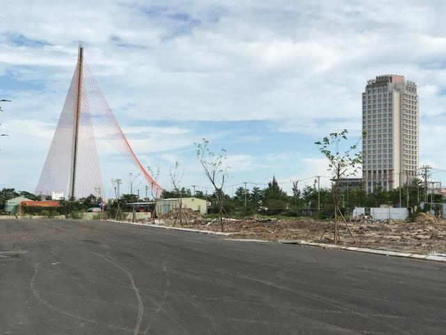 Đất tại khu vực từ cầu Rồng đến cầu Trần Thị Lý đang tăng từng ngày do sự nóng lên của thị trường khách sạn, nghỉ dưỡng ở đây