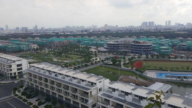 Một góc Thủ Thiêm nhìn từ trên cao, dự án trung tâm thương mại hiện đại đang được đẩy nhanh tốc độ thi công.