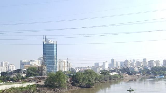 Hầm chui Nguyễn Văn Linh - Nguyễn Hữu Thọ sẽ xây đảo tròn trung tâm (đường kính 60m) và 2 hầm chui cùng các nhánh trên đường Nguyễn Văn Linh với kinh phí gần 840 tỷ đồng, sau đó sẽ xây thêm 2 cầu vượt, 2 hầm chui với kinh phí khoảng 1.780 tỷ đồng.