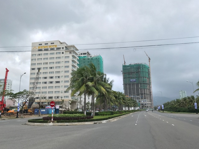 Phân khúc căn hộ khách sạn đang thật sự bùng nổ tại thành phố du lịch biển này. Hiện phân khúc thị trường condotel ở Đà Nẵng phát triển nóng nhất với 2.817 căn hộ chào bán mới, đưa tổng nguồn cung lên 5.751 căn trong năm 2016. Theo dự báo của Savills Việt Nam, đến năm 2018, thị trường BĐS Đà Nẵng sẽ có khoảng 14.000 sản phẩm condotel.