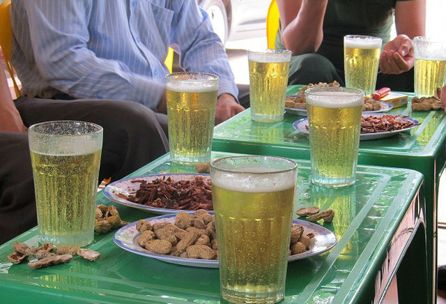 Người Việt Nam uống bia nhiều hàng đầu khu vực và thế giới.
