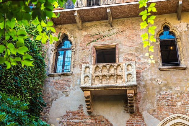 Ngôi nhà nàng Juliet tại Verona, tạo cảm hứng cho thiết kế Juliet balcony tại Serenity Sky Villas.