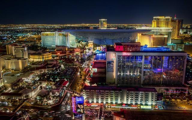 Kính thiên văn vô tuyến điện lớn nhất thế giới so với các tòa nhà nằm ở trung tâm thành phố Las Vegas. Nó ra đời với nhiệm vụ săn sùng sự sống ngoài hành tinh.