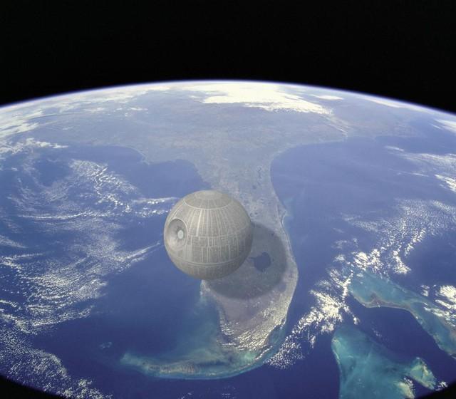 Death Star không tồn tại trên thực tế nhưng dựa theo ước tính trong bộ phim Chiến tranh giữa các vì sao, vật thể này có chiều rộng 160 km, tương đương ¼ chiều dài của bang Florida, Mỹ.
