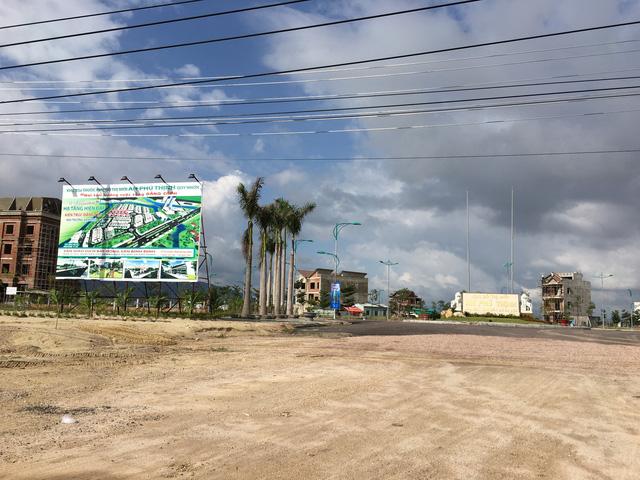 Khu đô thị này nằm ngay tuyến đường huyết mạch nối vào Khu đô thị mới Nhơn Hội. Đây cũng là dự án vừa được các nhà đầu tư Hàn Quốc ký kết hợp tác phát triển giai đoạn tiếp theo. Hiện một nền đất ở đây có giá giao động từ 4-7 tỷ đồng.