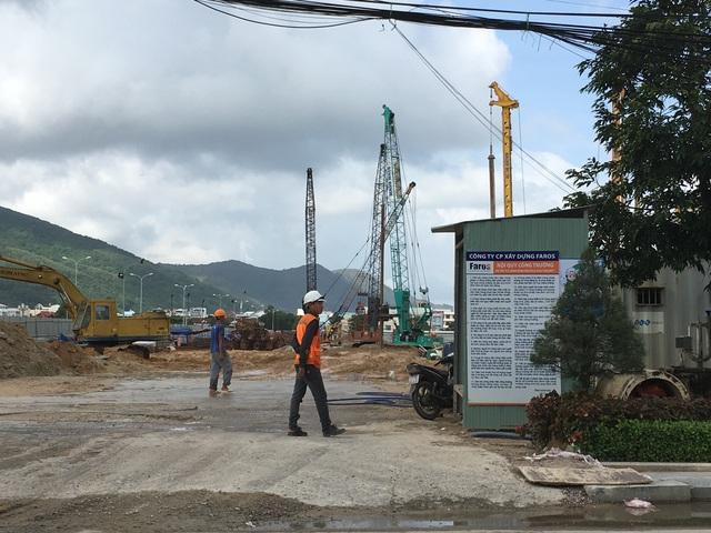 Dự án tổ hợp khách sạn 5 sao tiêu chuẩn quốc tế, trung tâm thương mại, dịch vụ văn phòng và nhà ở FLC Complex Quy Nhơn, có tổng mức đầu tư hơn 2.030 tỷ đồng. Dự án đang triển khai phần hầm