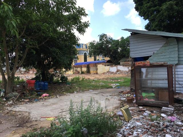 '' Những hình ảnh trên là dự án toà tháp Navi Tower nằm tại số 16 Nguyễn Huệ, thành phố Quy Nhơn. Đến nay dự án cũng chỉ là bãi đất hoang ''