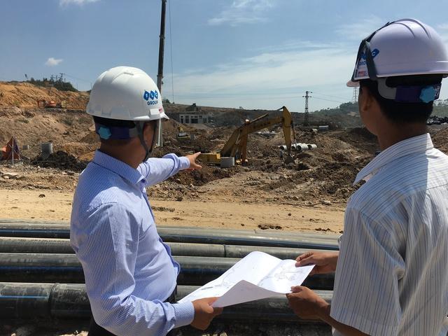Ông Nguyễn Xuân Tùng, Phó TGĐ FLC Hạ Long cho biết, hiện công trường đang xây dựng đồng loạt tất cả các hạng mục.