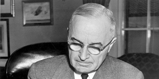 Harry Truman, tổng thống thứ 33 của Mỹ, từng sở hữu một cửa hàng bán đồ trang trí ở Kansas. Mở chung với một người bạn từng tham gia Thế chiến I, cửa hàng của Truman đóng cửa năm 1920 sau cuộc suy thoái kinh tế.