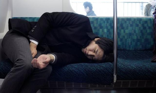 Có tới 600.000 người chết vì làm việc quá sức ở Trung Quốc mỗi năm. Ảnh: Nikkei