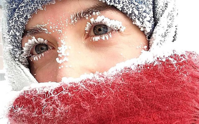 Tờ Thời báo Siberia cho biết nhiệt độ ở khu vực mỏ dầu Bolshoe Olkhovskoe, miền tây Siberia đã tụt xuống mức kỷ lục là âm 62 độ C. Tuy nhiên, các nhà khí tượng cho biết nhiệt độ có thể tiếp tục giảm trong những ngày sắp tới. Hơi nước đọng trên quần áo, râu và lông mi ngay lập tức đóng băng khi tiếp xúc với môi trường.