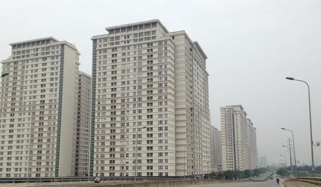 Những cao ốc chung cư khu đô thị Dương Nội bám theo tuyến đường.