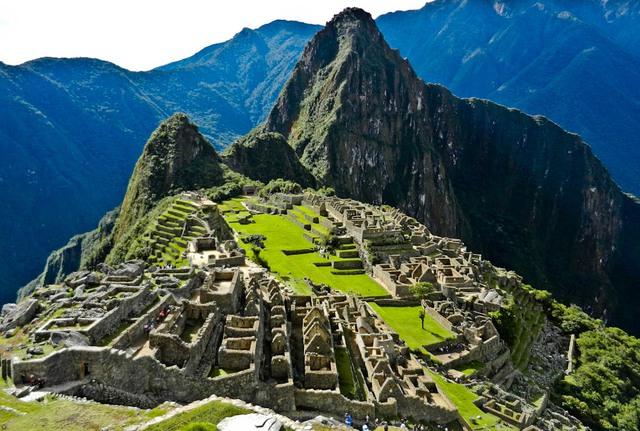 Machu Picchu, Peru: Đi bộ lên các sườn núi tới Machu Picchu và bạn sẽ thấy đỉnh cao của nền văn minh Inca. Vẻ đẹp mê đắm này được sáng tạo vào năm 1450 và chỉ được chiếm giữ gần 100 năm cho đến cuộc Chinh phục Tây Ban Nha.