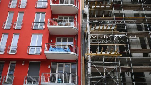 Nhà cho thuê đang được xây mới ở thủ đô Berlin, Đức. Ảnh: Getty