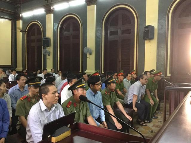 Phiên tòa sáng 28/7: Các bị cáo khai chỉ làm theo yêu cầu của lãnh đạo - Ảnh 1.