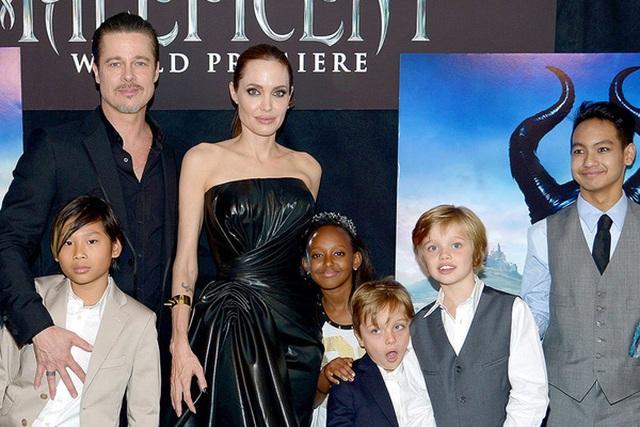 Gia đình Angelina Jolie trong lễ ra mắt phim Maleficent.