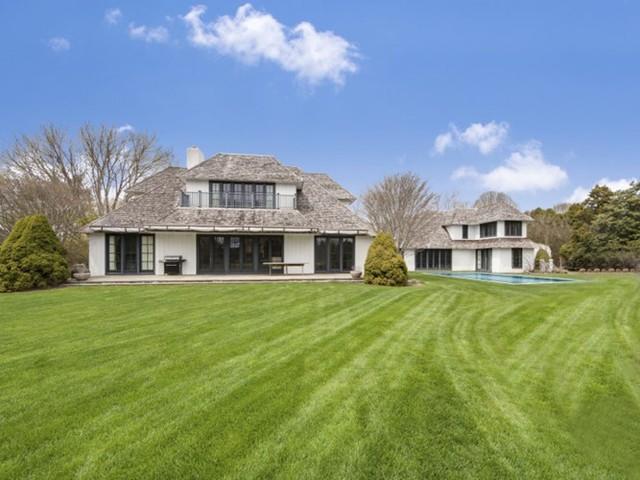 Huyền thoại Tennis John McEnroe rao bán căn hộ tại Southampton với giá 14,5 triệu USD.