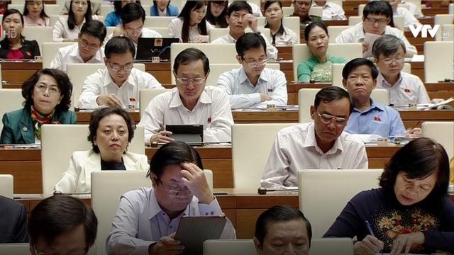 Đại biểu Quốc hội nghe Thủ tướng báo cáo sáng 17-11