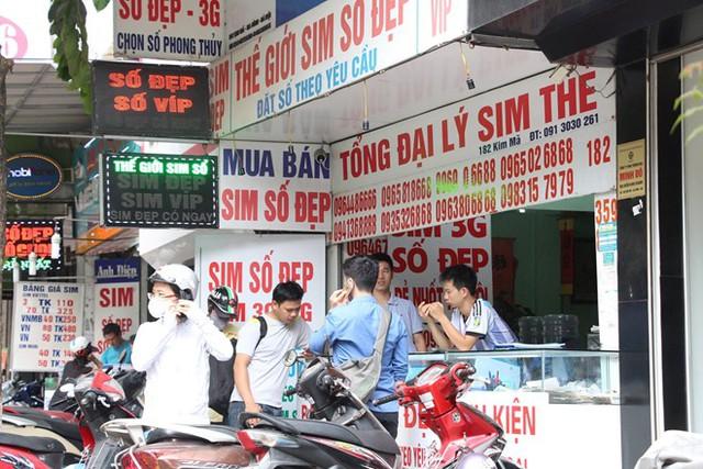 Đại lý sim thẻ ở Hà Nội không còn sim khuyến mãi để bán. Ảnh: Ngô Minh.