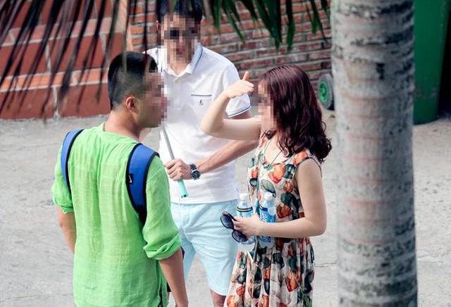 Sai phạm của Công ty Silent Bay liên quan đến sử dụng lao động người Trung Quốc trái pháp luật. Trong hình, một hướng dẫn viên được cho là người Trung Quốc đang đưa khách đi tham quan ở Nha Trang. Ảnh: An Bình