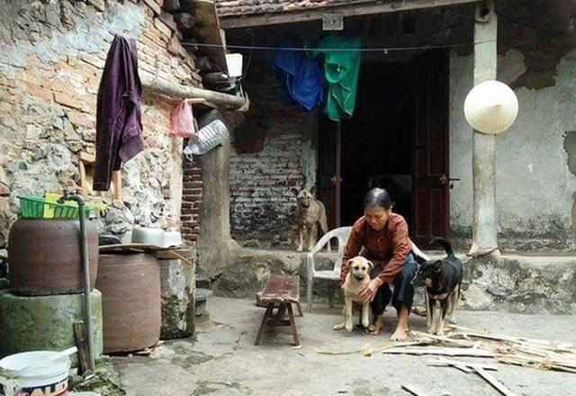 Bà Lê Thị Lũy là một trong số những hộ dân bị xã cắt lại nửa số tiền sau khi được đền bù.