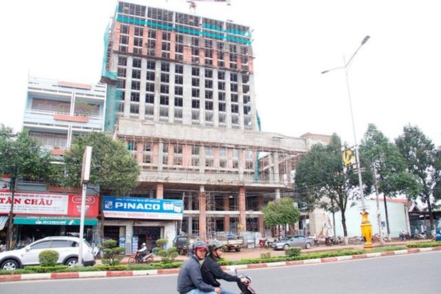 Khách sạn Mường Thanh Buôn Ma Thuột xây dựng được hơn 10 tầng mới có giấy phép Ảnh: CAO NGUYÊN