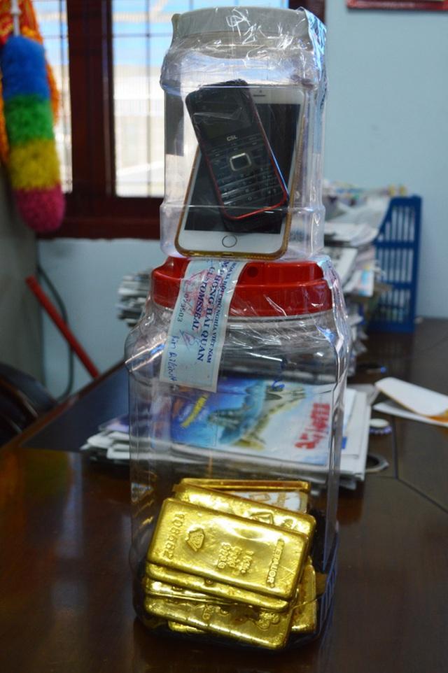 Toàn bộ số vàng do Rim Ri Linh vận chuyển trái phép qua biên giới vào 25-11 tại khu vực Cửa khẩu Quốc tế Tịnh Biên.
