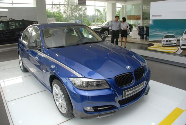 Nhiều doanh nghiệp lớn nhập khẩu ô tô đắt tiền bị truy thu thuế Ảnh: TẤN THẠNH