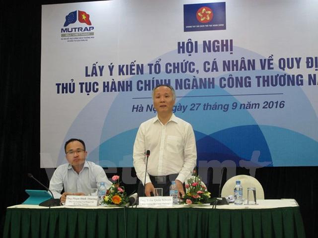 Thứ trưởng Bộ Công Thương Trần Quốc Khánh đang giải đáp một số thắc mắc của doanh nghiệp kinh doanh Gas. (Ảnh: Đức Duy/Vietnam+)