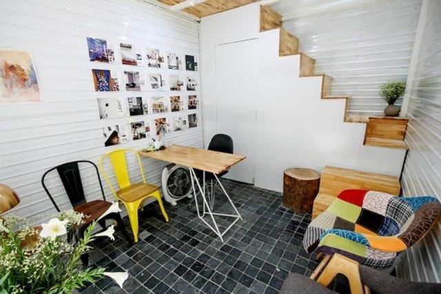 Tầng 1 của ngôi nhà là nơi tiếp khách và nhà vệ sinh.