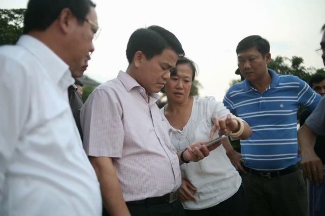 Chủ tịch Nguyễn Đức Chung thị sát và chỉ đạo việc khắc phục cá chết hàng loạt