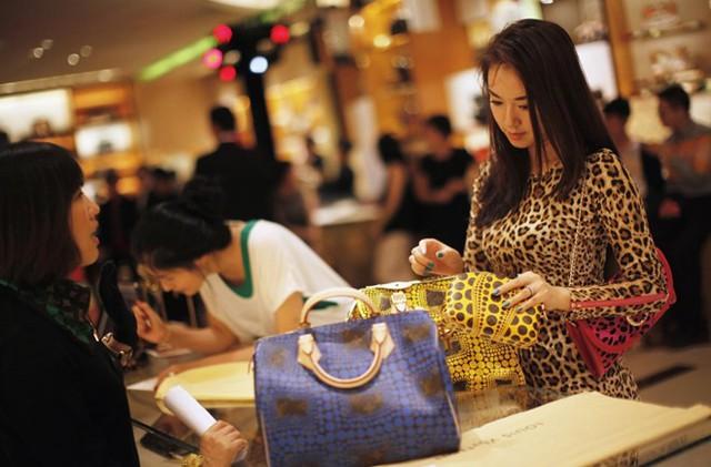 Louis Vuitton là nhãn hiệu được nhiều người Trung Quốc ưa chuộng. Ảnh: Reuters.