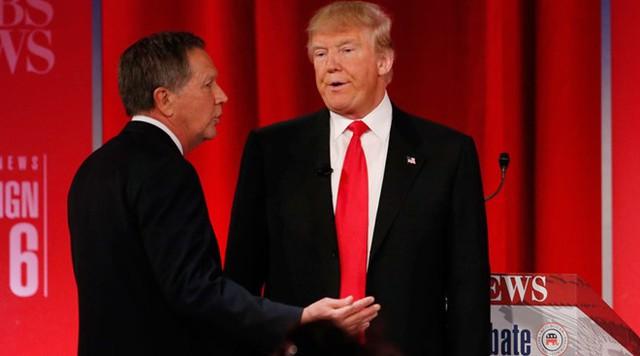 Donald Trump từng có ý định chiêu mộ John Kasich, thống đốc bang Ohio (bên trái) làm phó tướng cho chiến dịch tranh cử của mình. Ảnh: Reuters.