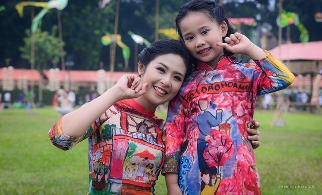 Mẫu áo dài do Ngọc Hân thiết kế tại Festival áo dài Hà Nội 2016. Ảnh: NVCC